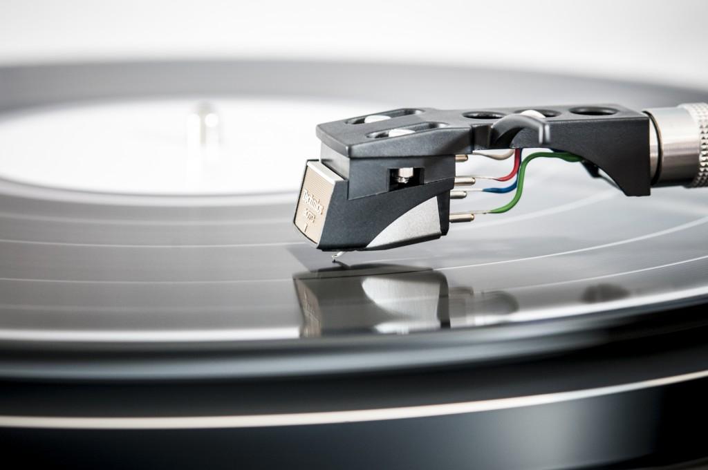 Avspilling av LP-plate. Bildet er lånt fra pexels.com.