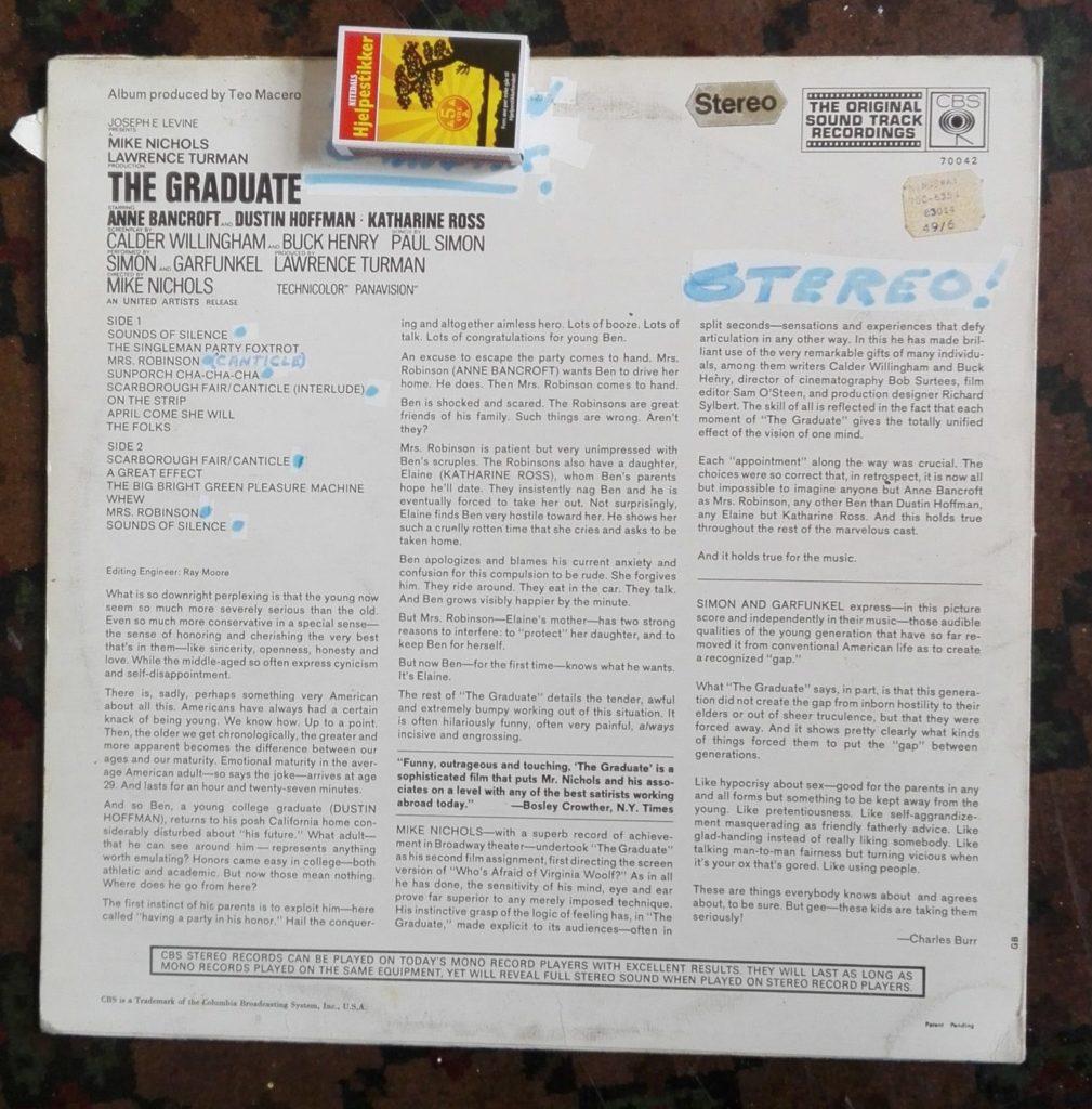 Baksiden til The Graduate, med skriblerier utført med tykk sprittusj.