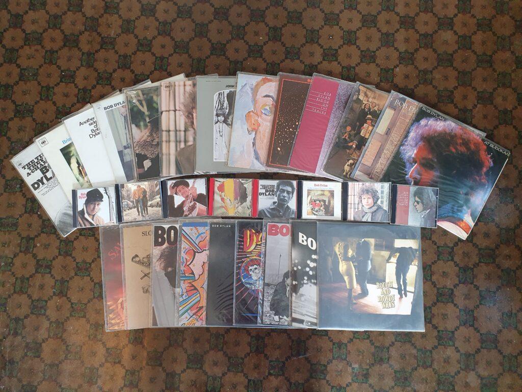 Fotografi av LP-er og CD-er med Bob Dylan.